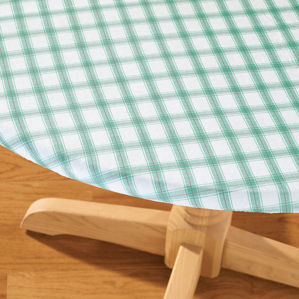 plaid elasticized vinyl table cover
